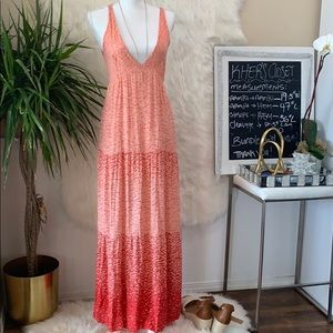 Dresses & Skirts - ⬇️🔥⬇️Beautiful love sexy maxi dress. M.